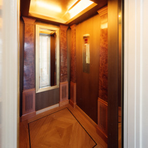 Aufzugkabine in einer Villa in Berlin - Dahlem