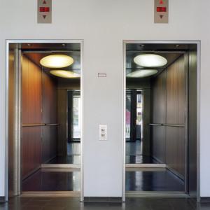 Aufzugskabinen im Hotel Kuhdamm 101