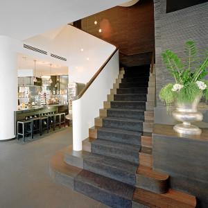 Bogentreppe im Bikinihaus-Restaurant The EATS