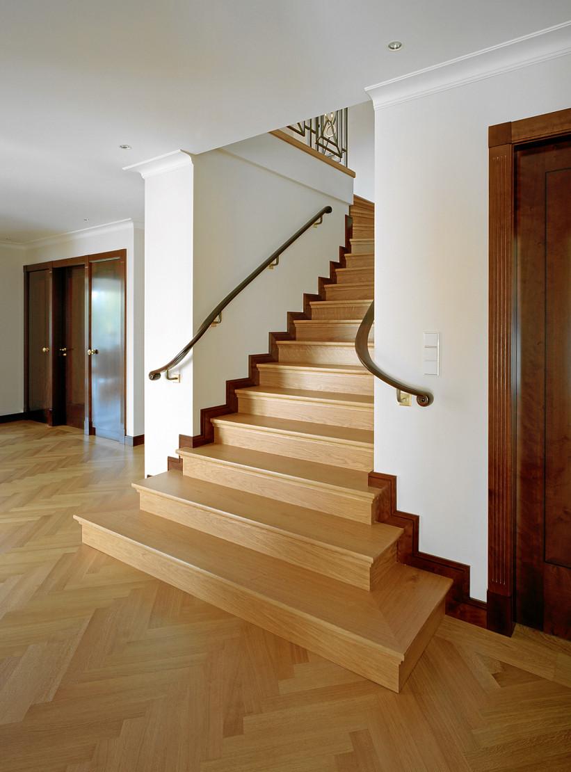grundriss treppe mittig grundriss gerade treppe re0zbtmod hausbau ideen efh 187 sch 246 ne. Black Bedroom Furniture Sets. Home Design Ideas